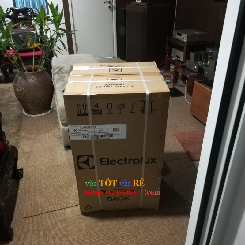 Tủ lạnh 90L Electrolux EUM0900SA mới 100% nguyên đai nguyên kiện