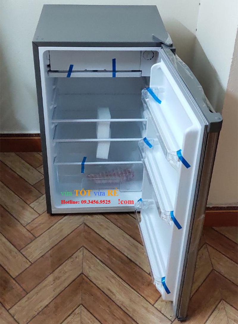 Nội thất tủ lạnh 90L Electrolux EUM0900SA